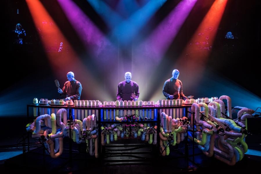 Blue Man Group szokatlan hangzása Sennheiser és Neumann mikrofonokkal válik teljessé