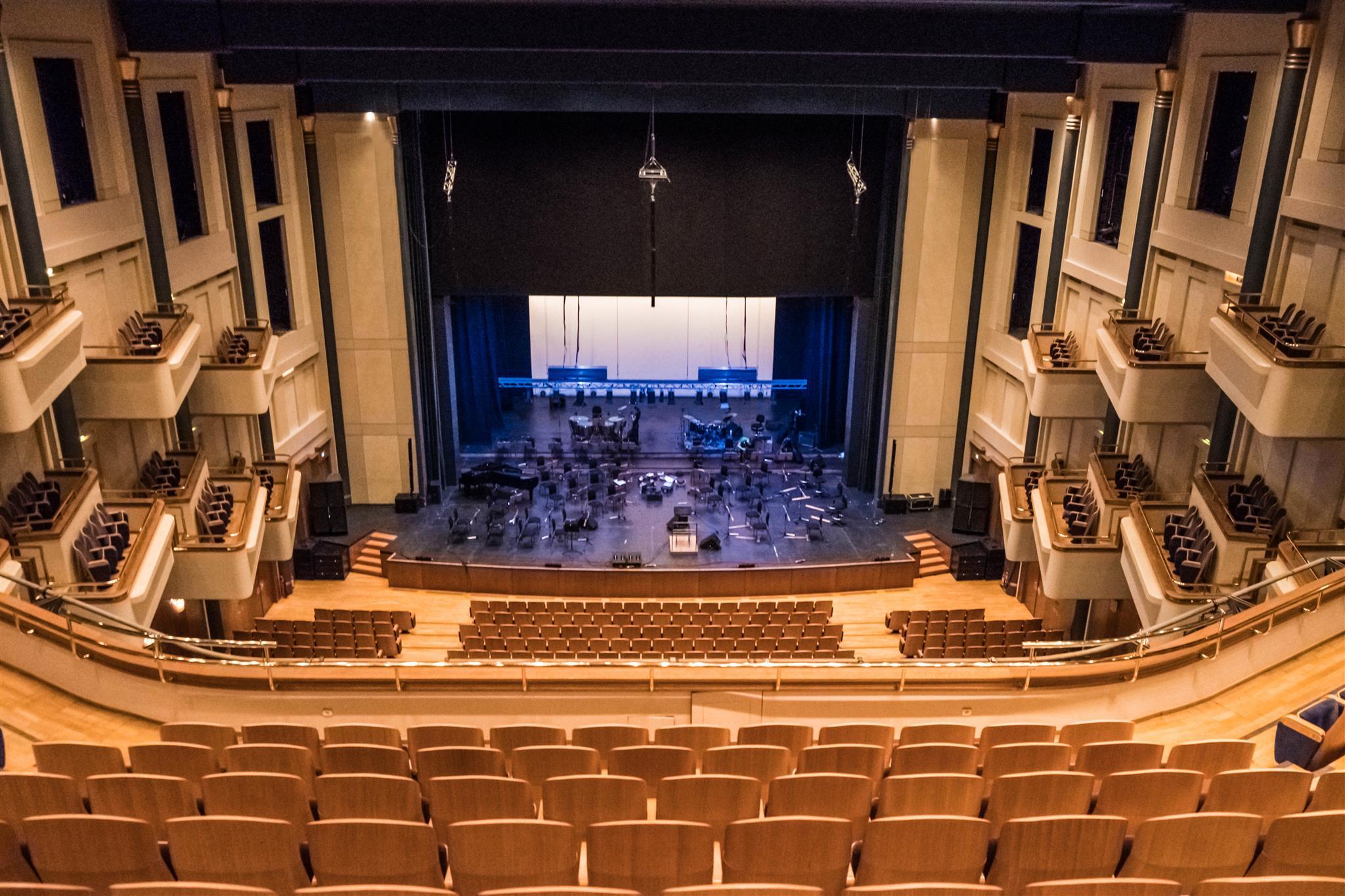 A Thesszaloniki Koncertterem K-array hangosítása